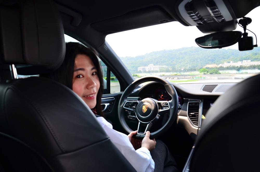 Uber司機轉多元化計程車,薪水15萬元